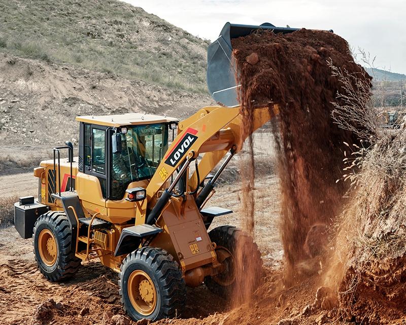 安装铲车时应防止油液的污染