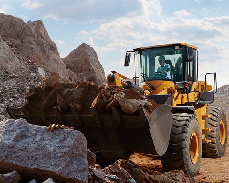 挖掘式装载机作业时安全注意事项