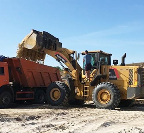 FL956H乌克兰沙土矿区装卸作业